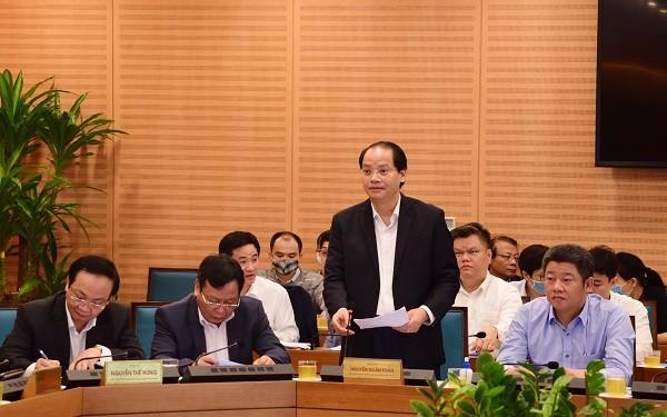Phó Chủ tịch UBND TP Hà Nội Nguyễn Doãn Toản báo cáo tại hội nghị sáng 12-3