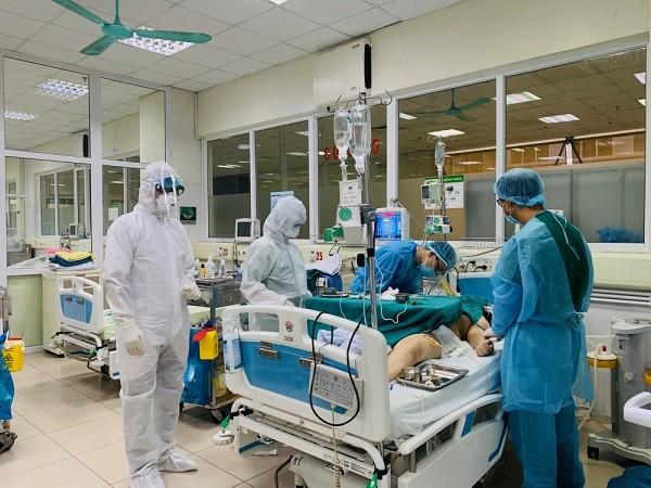 Điều trị bệnh nhân nhiễm Covid-19 tại Bệnh viện Bệnh nhiệt đới Trung ương