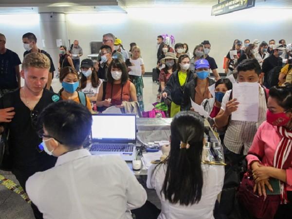 Từ 15-3 đến nay lượng hành khách và người Việt về nước từ vùng có dịch tăng vọt