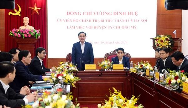 Bí thư Thành ủy Hà Nội Vương Đình Huệ phát biểu mở đầu buổi làm việc