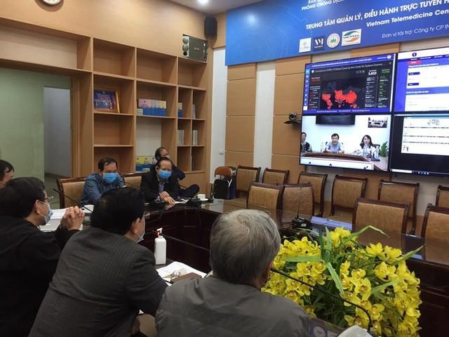 Các chuyên gia hàng đầu của Bộ Y tế hội chẩn trực tuyến về một ca bệnh nhiễm Covid-19 nặng