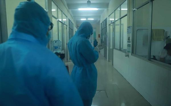Bộ Y tế đề nghị nhân viên y tế hạn chế tiếp xúc gần để tránh lây nhiễm chéo