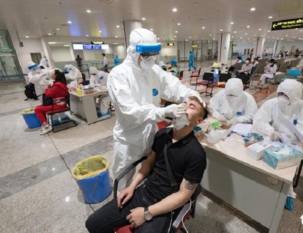 Ca nhiễm Covid-19 số 93 và 94 vừa bay từ châu Âu về, nhập cảnh tại sân bay Nội Bài (Ảnh minh họa)