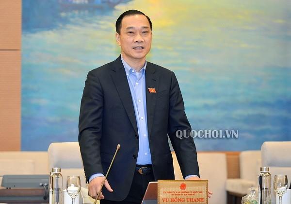 Chủ nhiệm Ủy ban Kinh tế Vũ Hồng Thanh báo cáo tại phiên họp (Ảnh: Quochoi)