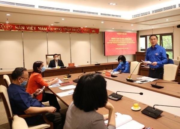 Bí thư Thành đoàn Hà Nội Nguyễn Ngọc Việt báo cáo tại buổi làm việc