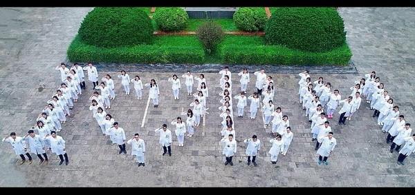 """""""Nội bất xuất ngoại bất nhập"""" nhưng trong tâm dịch, các y bác sĩ Bệnh viện Bạch Mai vẫn vững tin vượt qua đại dịch"""