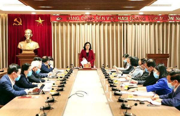 Phó Bí thư Thường trực Thành ủy Ngô Thị Thanh Hằng chủ trì buổi giao ban