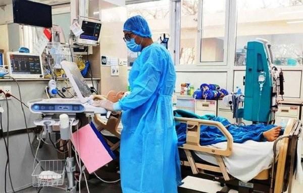 Hai bệnh nhân Covid-19 nặng nhất: Một ca đã cai được ECMO nhưng tiên lượng vẫn xấu ảnh 1