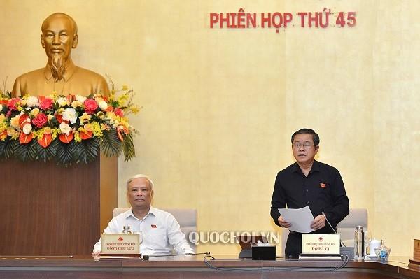 Phó Chủ tịch Quốc hội Đỗ Bá Tỵ điều hành phiên thảo luận (Ảnh: quochoi.vn)