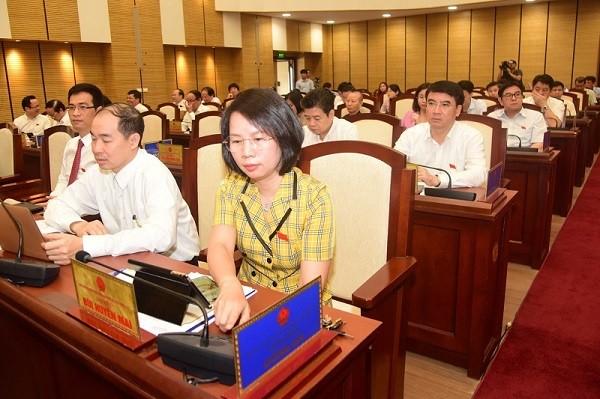 Các đại biểu HĐND TP Hà Nội bấm nút biểu quyết