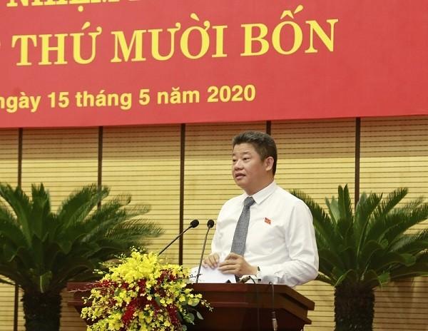 Giám đốc Sở Kế hoạch và Đầu tư Nguyễn Mạnh Quyền đọc tờ trình của UBND TP