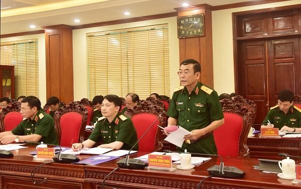 Thiếu tướng Nguyễn Trọng Triển báo cáo tại hội nghị