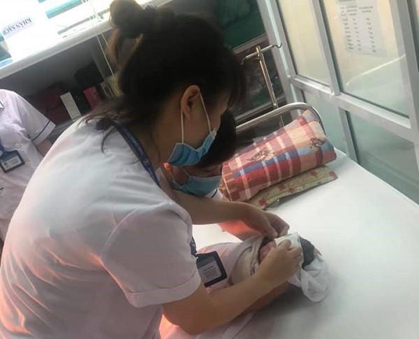 Hai mẹ con sản phụ được chăm sóc ổn định rồi chuyển sang BV Phụ sản Hà Nội