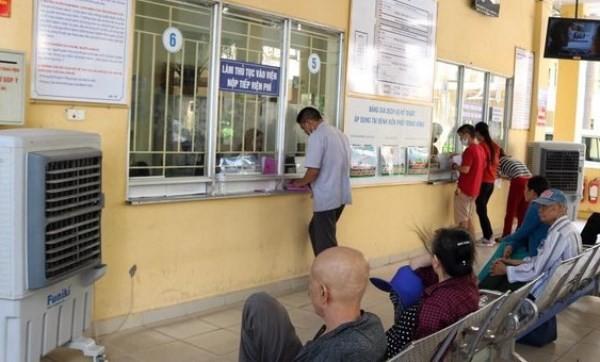 Các bệnh viện bổ sung thêm quạt mát ở khu vực khoa Khám bệnh