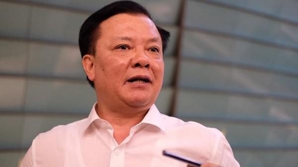 Bộ trưởng Bộ Tài chính Đinh Tiến Dũng trả lời báo chí tại Quốc hội