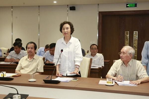 PGS.TS Bùi Thị An góp ý tại hội nghị