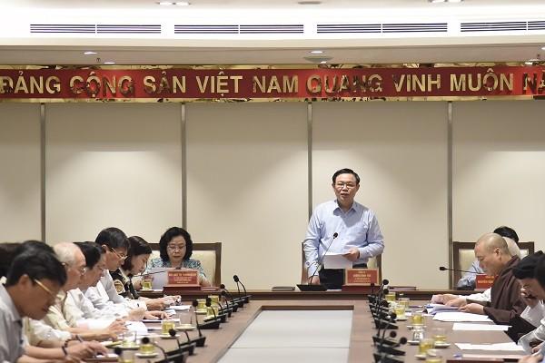 Bí thư Thành ủy Vương Đình Huệ trao đổi tại hội nghị