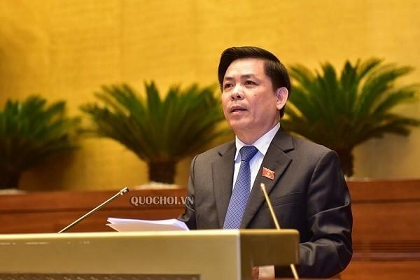 Bộ trưởng Bộ GTVT Nguyễn Văn Thể đọc Tờ trình trước Quốc hội sáng 9-6