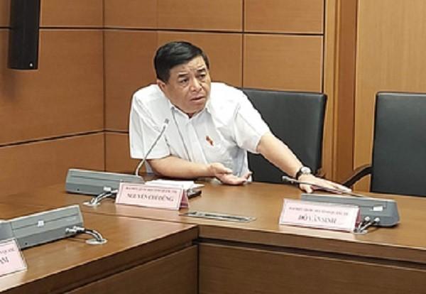 Bộ trưởng Bộ KH&ĐT Nguyễn Chí Dũng thảo luận tại tổ