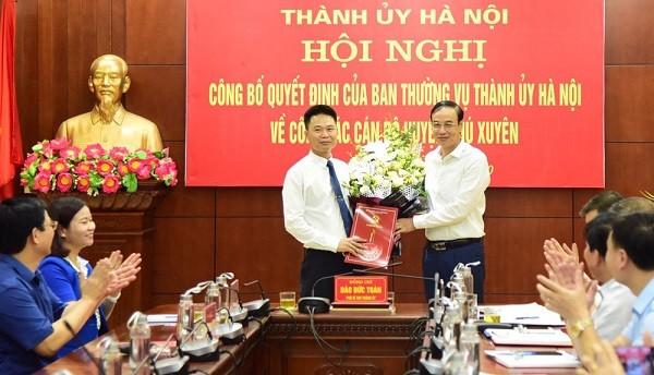 Phó Bí thư Thành ủy Hà Nội Đào Đức Toàn trao Quyết định cho đồng chí Nguyễn Xuân Thanh