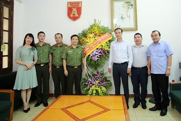 Phó Bí thư Thành ủy Hà Nội Đào Đức Toàn chúc mừng Báo An ninh Thủ đô nhân dịp kỷ niệm 95 năm Ngày Báo chí Cách mạng Việt Nam