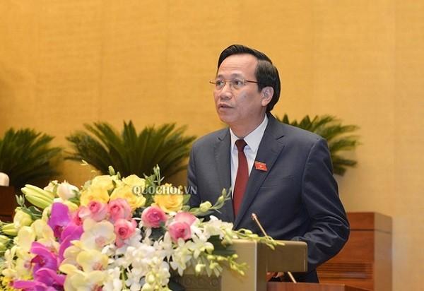 Bộ trưởng Đào Ngọc Dung phát biểu trước Quốc hội chiều 17-6