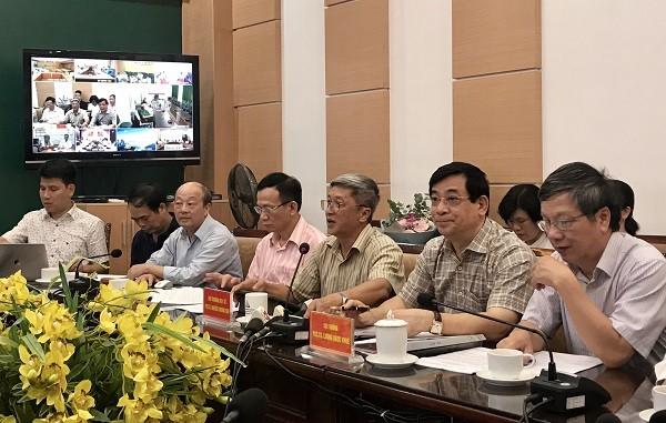 Thứ trưởng Bộ Y tế Nguyễn Trường Sơn (ngồi giữa) chủ trì buổi hội chẩn