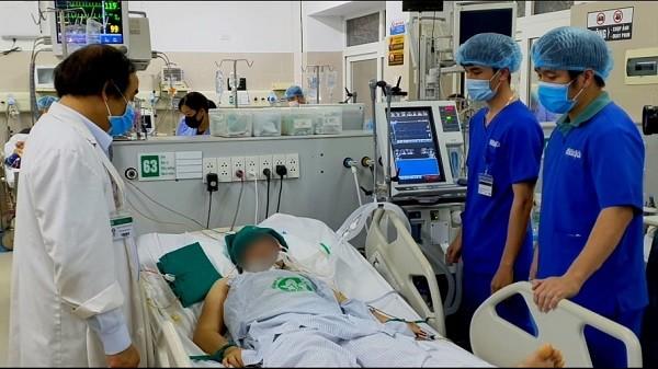 Bệnh nhân hôn mê vì sốc nhiệt được cấp cứu tại Bệnh viện Bạch Mai