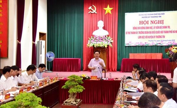 Bí thư Thành ủy Hà Nội Vương Đình Huệ làm việc với Huyện ủy Thường Tín sáng 25-6