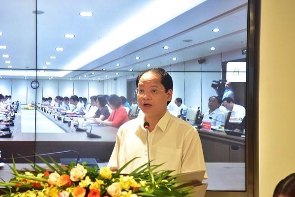 Phó Chủ tịch UBND TP Hà Nội Nguyễn Doãn Toản báo cáo tại hội nghị