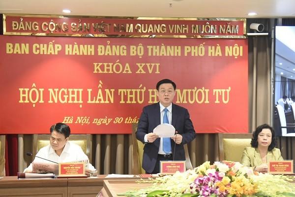 Bí thư Thành ủy Vương Đình Huệ phát biểu kết luận hội nghị chiều 30-6