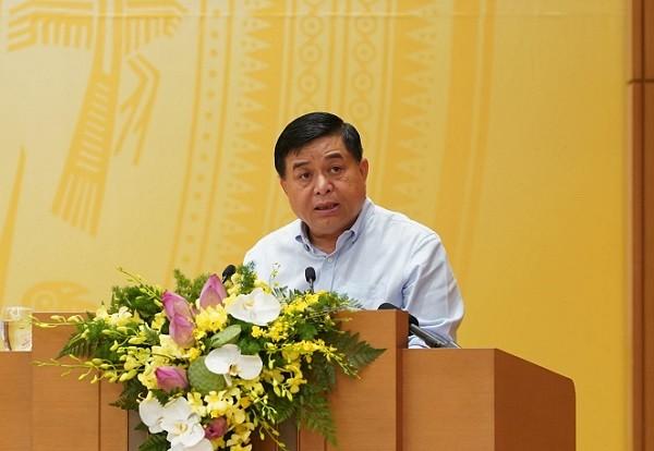Bộ trưởng Nguyễn Chí Dũng báo cáo tại hội nghị sáng 2-7