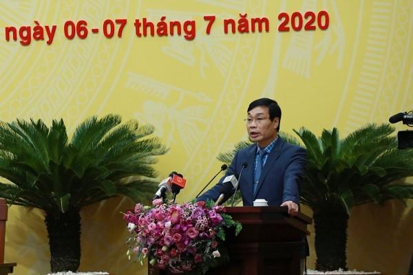 Phó Viện trưởng phụ trách VKSND thành phố Đào Văn Cường báo cáo