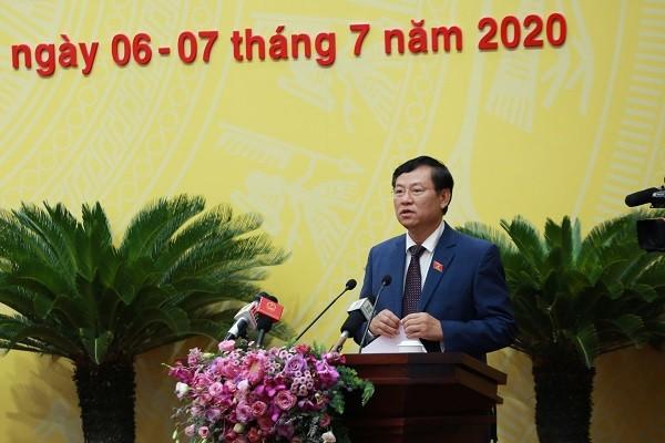 Chánh án TAND thành phố Hà Nội Nguyễn Hữu Chính báo cáo tại kỳ họp