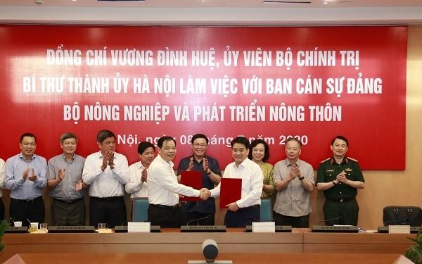 Lãnh đạo Hà Nội và Bộ NN&PTNT ký kết biên bản ghi nhớ buổi làm việc
