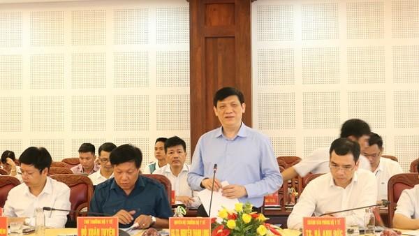 Quyền Bộ trưởng Bộ Y tế Nguyễn Thanh Long chỉ đạo tại buổi làm việc