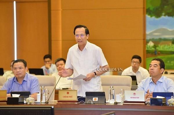 Bộ trưởng Bộ LĐ-TB&XH Đào Ngọc Dung báo cáo tại phiên họp