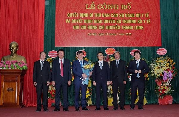 Lãnh đạo Bộ Y tế chúc mừng ông Nguyễn Thanh Long
