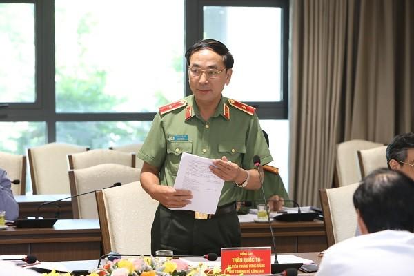 Thứ trưởng Bộ Công an Trần Quốc Tỏ góp ý với thành phố Hà Nội