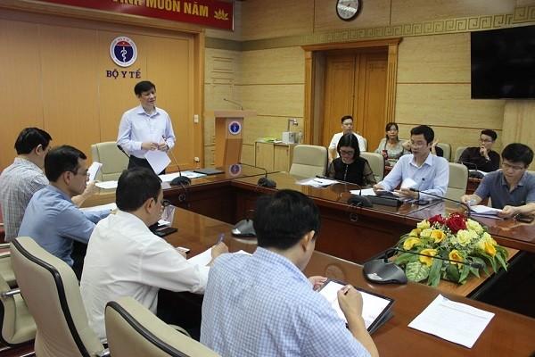 Quyền Bộ trưởng Bộ Y tế Nguyễn Thanh Long chỉ đạo tại hội nghị