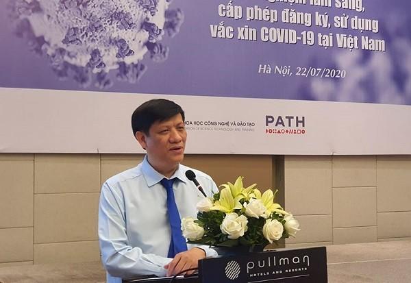Quyền Bộ trưởng Bộ Y tế Nguyễn Thanh Long phát biểu tại hội thảo