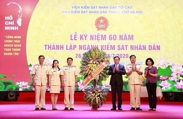 Bí thư Thành ủy Vương Đình Huệ chúc mừng ngành Kiểm sát nhân dân thành phố Hà Nội