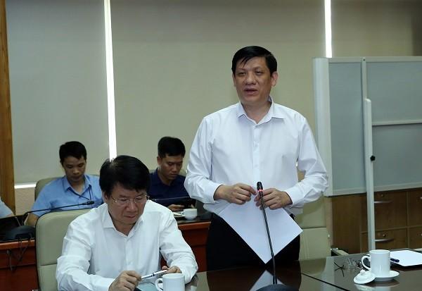 Quyền Bộ trưởng Bộ Y tế Nguyễn Thanh Long phát biểu tại cuộc họp