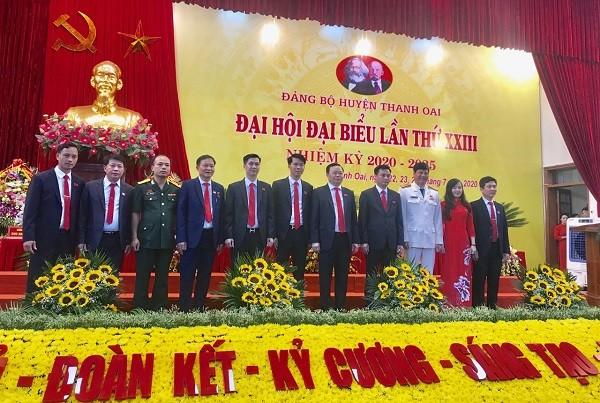 Ban Thường vụ Huyện ủy Thanh Oai khóa XXIII ra mắt tại đại hội