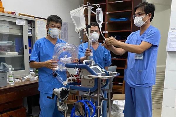 Bệnh nhân 416 ở Đà Nẵng đang diễn biến nguy kịch, các bác sĩ nỗ lực điều trị