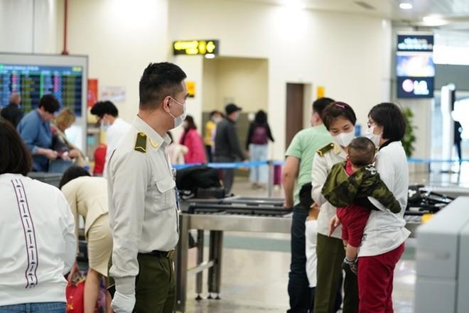Tăng cường kiểm dịch y tế ở sân bay Nội Bài