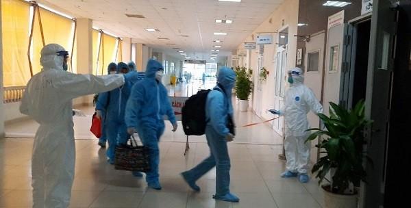Các bệnh nhân nhanh chóng được hướng dẫn, đưa đến các phòng chuẩn bị sẵn