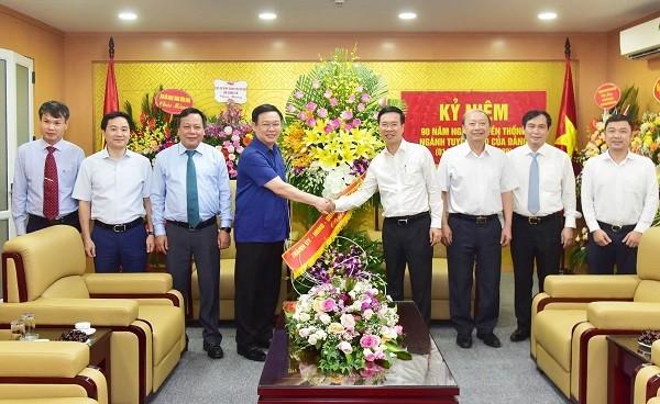 Bí thư Thành ủy Hà Nội Vương Đình Huệ chúc mừng Ban Tuyên giáo Trung ương