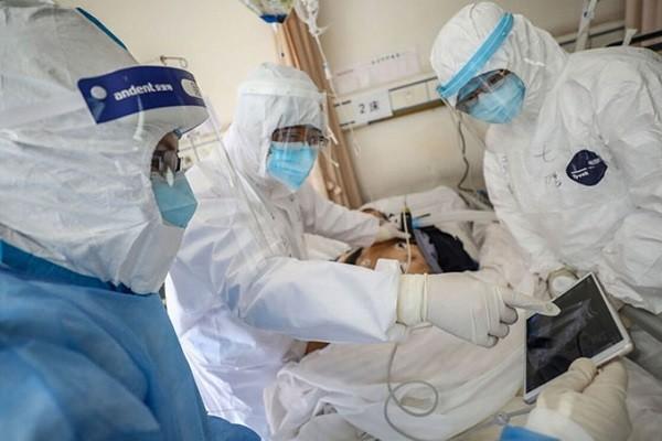 Điều trị bệnh nhân Covid-19 rất nặng (Ảnh minh họa)