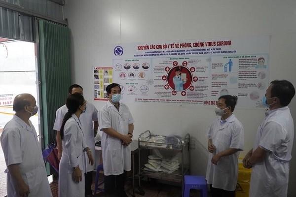 PGS.TS Lương Ngọc Khuê kiểm tra cơ sở điều trị bệnh nhân Covid-19 ở Thái Bình
